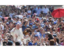 """Papa Francisco: """"quem não vive para servir, não serve para viver"""""""